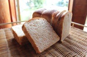 画像2: 天然酵母の全粒粉食パン(2斤)