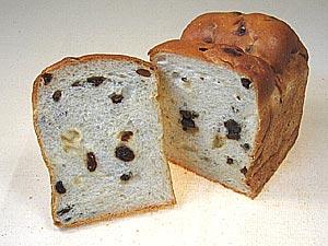 新商品・オーガニックレーズン入り天然酵母の山型食パンができました。